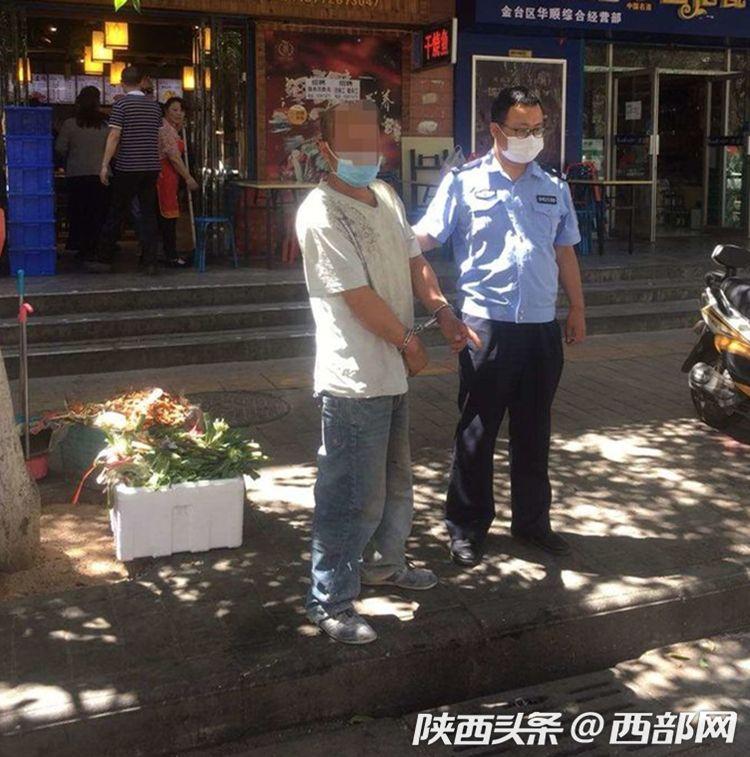宝鸡一醉酒男子耍酒疯砸坏警车 因涉嫌妨害公务被刑拘