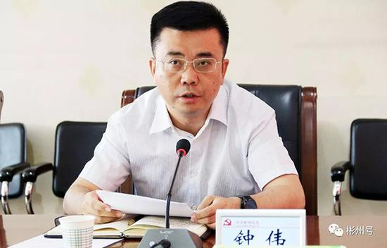 钟伟 彬州号微信公众号 图6月12日,陕西彬州迎来撤县设市后的首任市委书记。