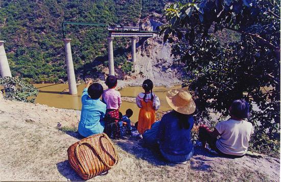 1999年,西康铁路修到旬阳县小河镇。 吴定国摄