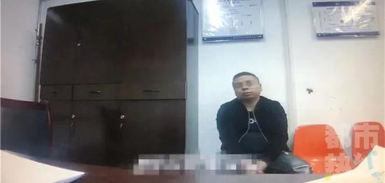 在大量的事实证据面前,犯罪嫌疑人对犯罪事实供认不讳,目前已被警方刑拘。