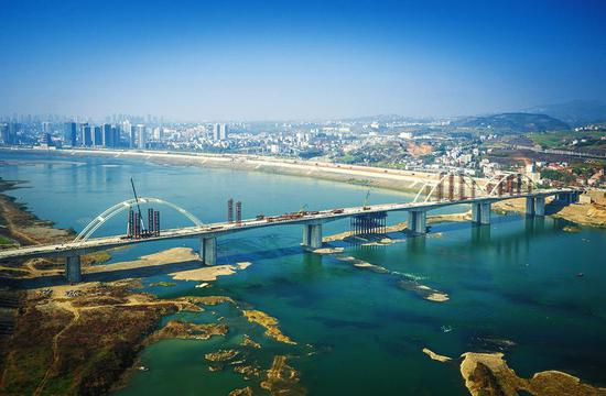 2016年,建设中的安康东坝汉江大桥。