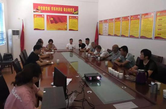 ❐ 吕小寨社区党支部开展庆祝建党98周年学习观影活动。