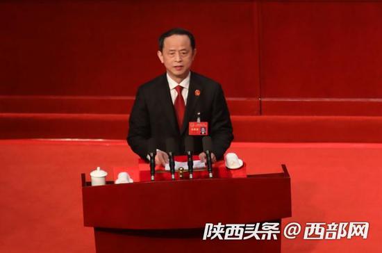 陕西省高级人民法院院长李智作省高级人民法院工作报告。