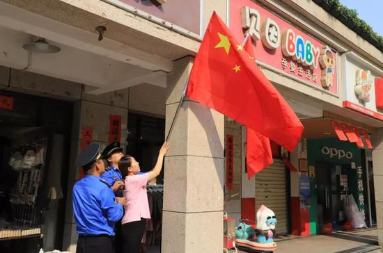西咸新区能源金贸区营造浓厚国庆节日氛围
