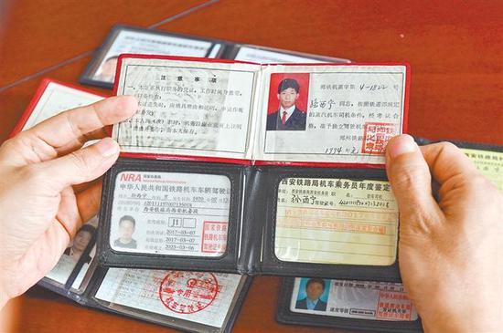 孙西宁拥有7本火车驾驶证。