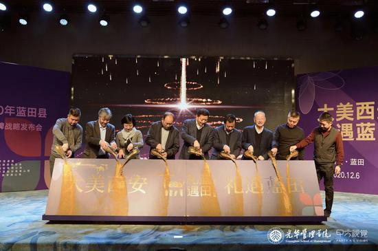 (从左到右) 龚升平、姜万军、高健、郭金生、韩格峰、宋科璞、严建亚、袁彦峰、安宁