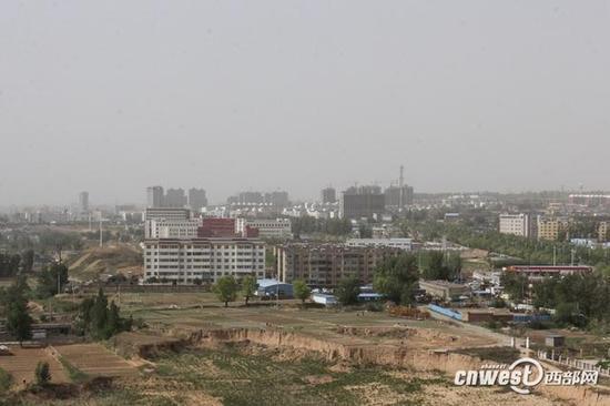 榆林城区今天遭遇沙尘污染天气。