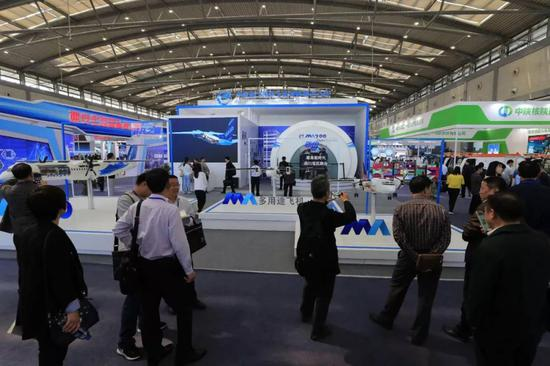 新舟系列飞机亮相第三届丝博会 参观者感受国产民机独特魅力