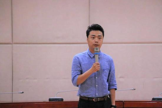 王淼老师讲述《一个熊猫侠的志愿情》