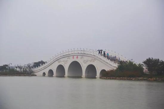 """昆明池(斗门水库)项目是陕西省""""引汉济渭""""输配水工程的重要组成部分。"""