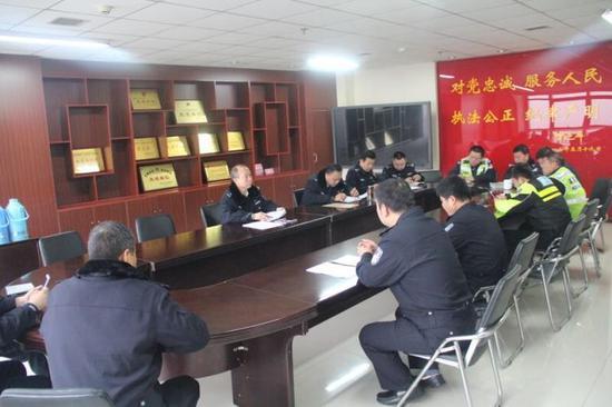 交警高新大队组织召开近期重点工作再部署会议