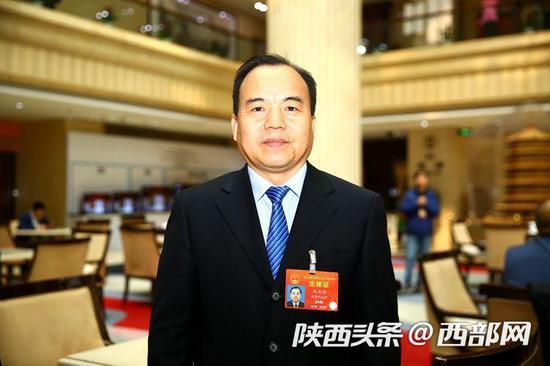 航天科技集团第六研究院院长刘志让接受西部网采访。