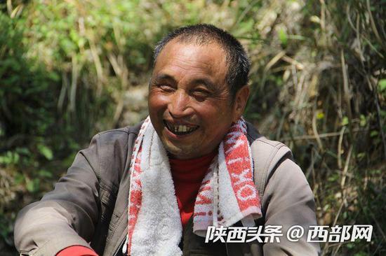 送货归途李安兴说,他没有想到会成为村里自强标兵,他很高兴。