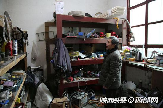 这是贵以祥的工具房,木工、瓦工、水电工的工具都很齐全。