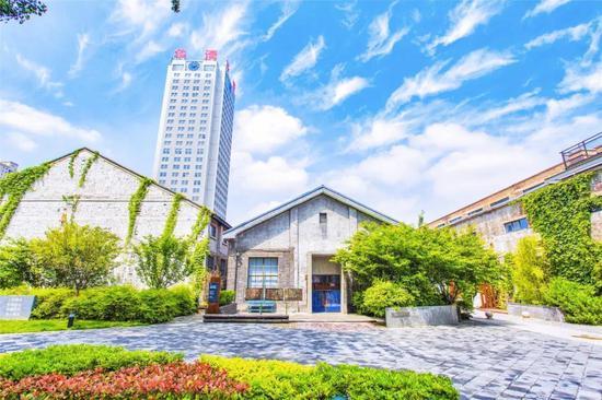 西安建筑科技大学华清学院十五周年院庆邀请函