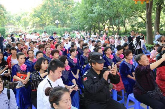 用红歌祝福祖国 浐灞生态区第五届邻里节社区红歌大赛举行