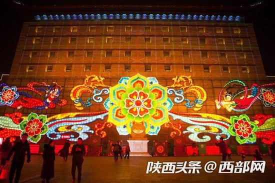 1月17日晚,第33届西安城墙新春灯会正式亮灯