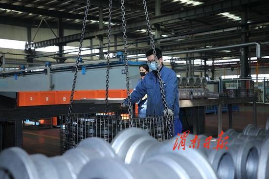 战疫情 稳经济 齐发力 渭南市企业有序复工复产掠影