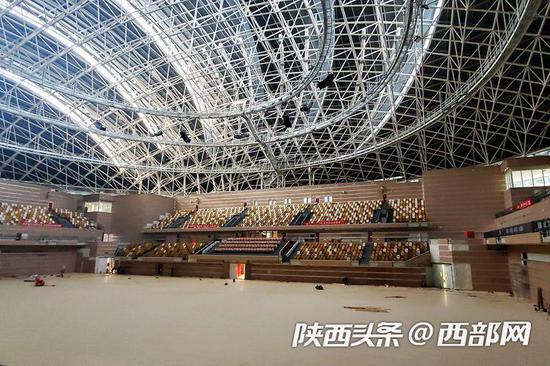 陕西奥体中心体育馆分地下1层、地上3层,观众总座席数7048座。