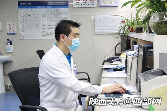 陕西省人民医院烧伤整容科主治医师王本峰说,家长一定要做到有效的看护和陪伴。