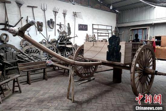 《【摩登2登陆】西咸新区:68岁老人历时3年复原2000多年前战车》