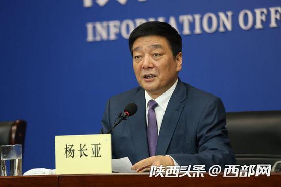 铜川市委书记杨长亚介绍了铜川市脱贫攻坚相关情况。