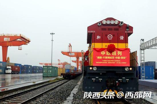 """中欧班列""""德国不莱梅哈芬港-中国西安""""首列奥迪整车进口班列。"""