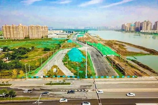 建设中的灞河西路(秦汉大道—启源三路)