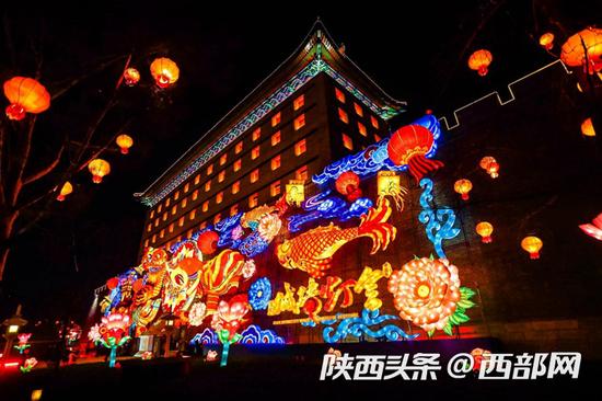 """""""夜游""""搜索提升296% 西安城墙上榜全国元宵节热门赏灯活动"""