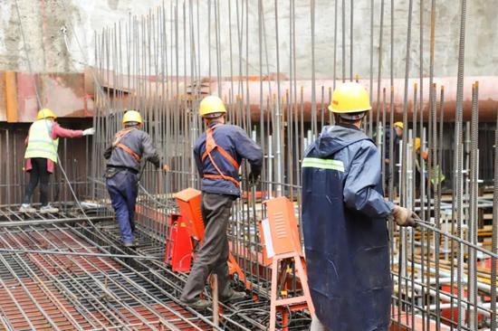 风雨无阻,能源金贸区全面推进起步区二期项目建设