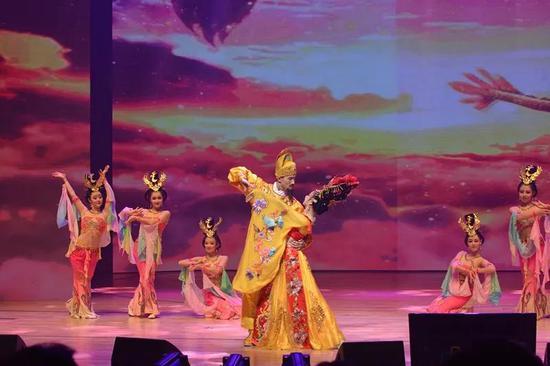 长恨歌演员在韩国表演《霓裳羽衣舞》
