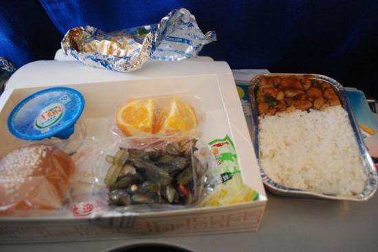 """部分航班取消免費餐食 市民能否自帶飯菜""""上天"""""""