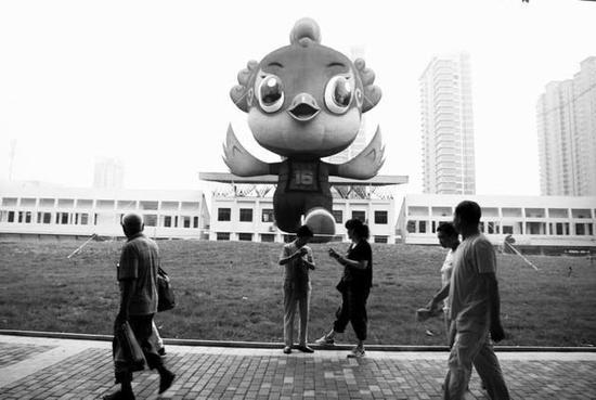 """十六运吉祥物""""阳阳""""引起市民关注"""