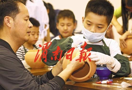 渭南小学生博物馆体验陶器文物修复