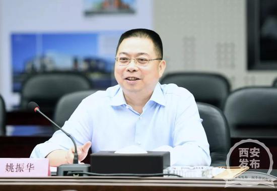 姚振华详细介绍了集团在西安的投资发展情况。