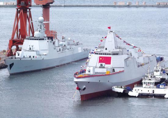 055大驱和052D神盾驱逐舰同框。