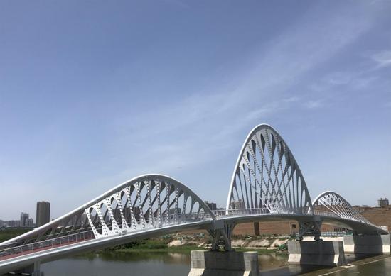 好棒!能源金贸区又添一座高颜值人行桥!