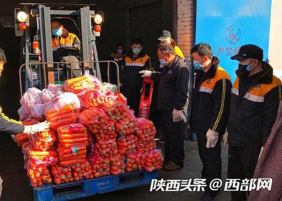 第21天再出发 满载213吨防疫物资列车从西安向武汉急驰