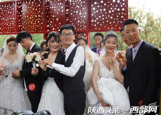 集体婚礼现场。