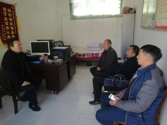 市统筹办主任倪广天与桑园村党支部班子成员座谈交流
