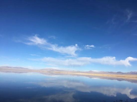天空之镜,名不虚传,只有比你想象得更加唯美,感谢大自然的恩赐。
