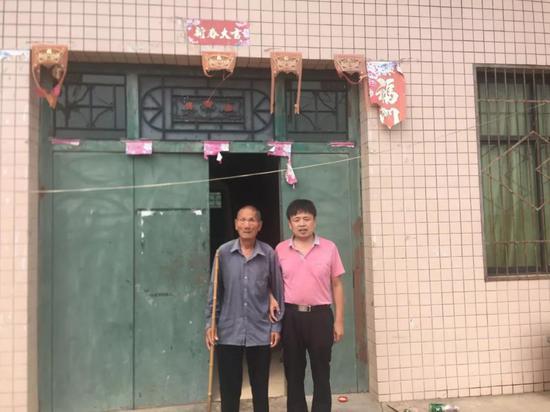 夏长生带领徐宗冉前往古城爱尔眼科医院接受全面检查