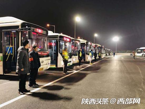 春节假期西安公交运送乘客1179.64万人次 ,旅游线路增长明显。