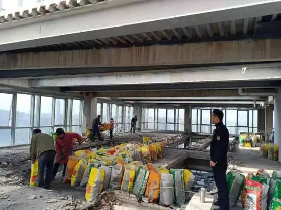 莱安中心违法建设拆除前