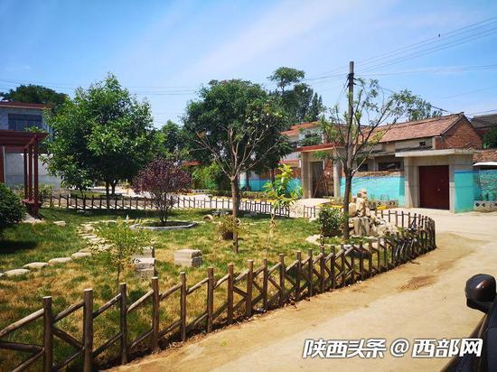 """东兴村以前的垃圾场修成了""""小花园"""""""