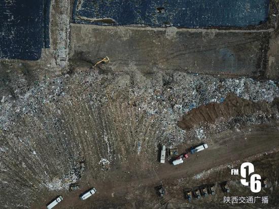 航拍|国内最大垃圾场就在西安!堆体50层楼高