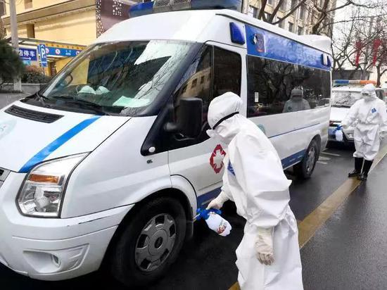 """灞桥区医疗救治转运小组24小时待命 为生命""""保驾护航"""""""