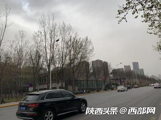 西安空气污染气象条件达6级。