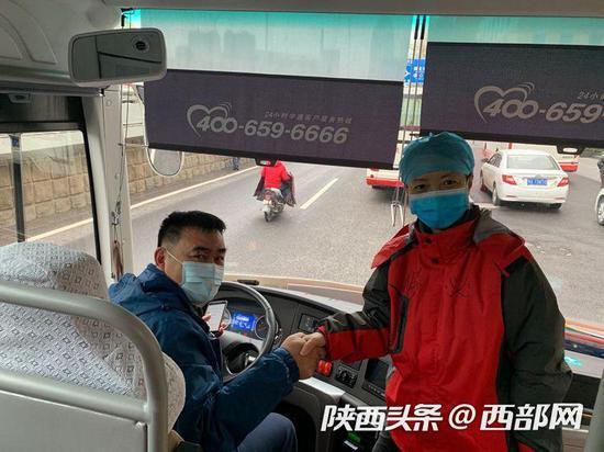 西安交大二附院主任医师马肖容说,这是司机师傅最后一次送我们了。