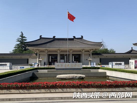 """由于实行分时段预约参观,往常""""五一""""期间人流众多的陕西省历史博物馆,今天却显得有些冷清。"""